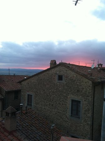 Il Giardino di Sant'Agostino: Beautiful view of the sunset as seen from the terrace 