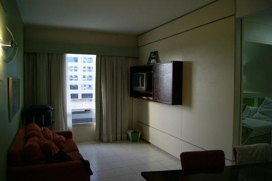 Hotel Mercure Manaus: Sala do apto - integrada com cozinha - I