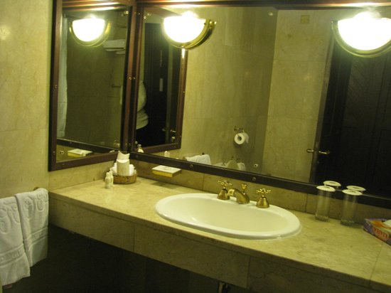 Safari Park Hotel: My bathroom