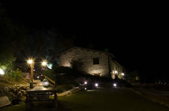 Agriturismo Le Mandrie di San Paolo: vista notturna dal giardino