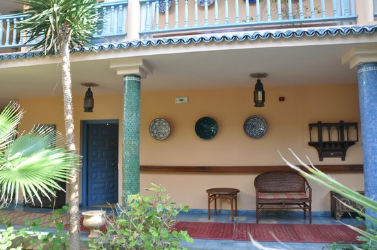 Villa Mandarine: View of room from garden