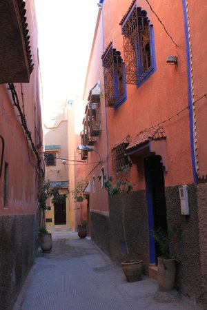 Riad Dar Beldia: ruelle du riad