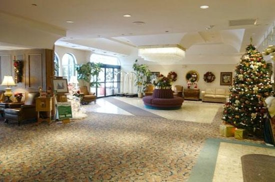 Fredericton Inn: nicely decorated lobby
