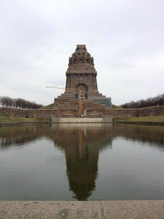 Volkerschlachtdenkmal : Monument & lake
