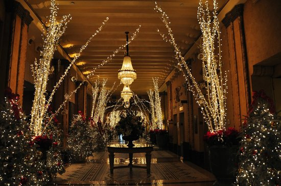 The Roosevelt New Orleans, A Waldorf Astoria Hotel: The Lobby at the Roosevelt - Xmas 2012