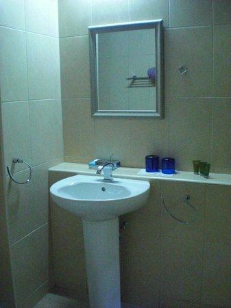 Macushla House: bathroom