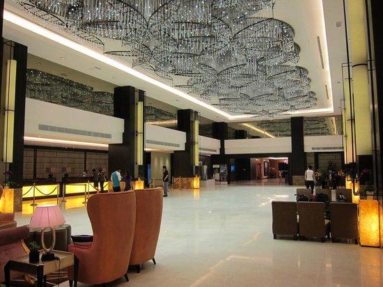 Hatten Hotel Melaka: 1階ロビーです。広々しています。