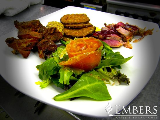 Embers Grill & Smokehouse: HOUSE SMOKED SAMPLE