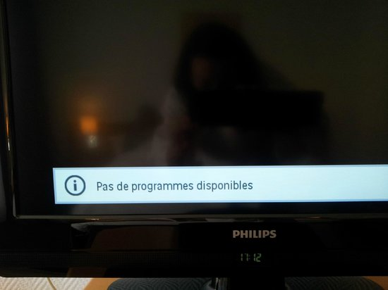 Mercure Thalassa Port Frejus: TV - what it shows instead of programms.. Not disponible!