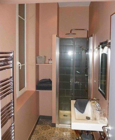 Du Goût et des Couleurs : vue de la salle de douche