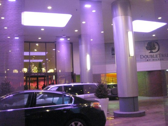 Doubletree by Hilton Chicago Magnificent Mile: Entrance