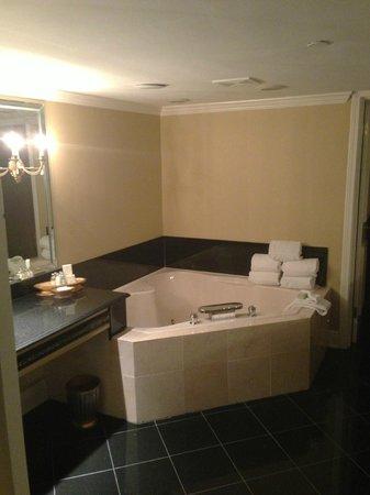 Bourbon Orleans Hotel: Tub