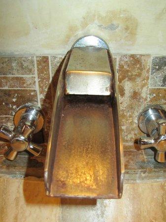 Casa Portal de Getsemani : Awfully rusty tap