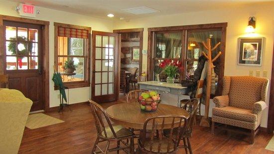 The Inn & Spa at Cedar Falls: Main Lodge - Gathering Room
