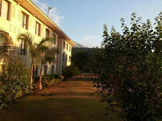 Country Inn & Suites By Carlson, Vaishno: lawn