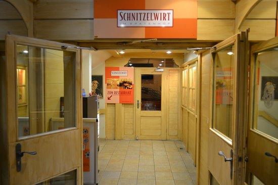 Schnitzelwirt : ENTRATA SOTTERRANEA AL RISTORANTE