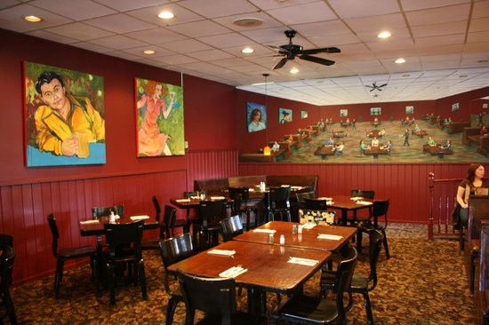Lisa G's: dining room