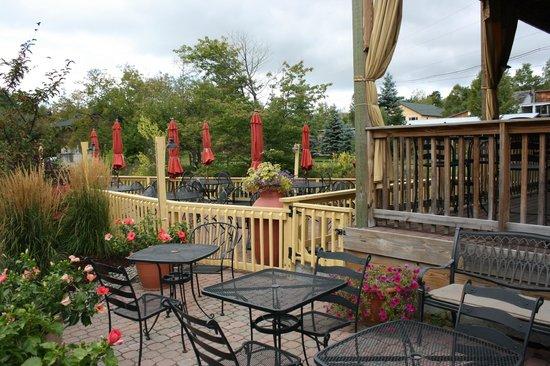 Lisa G's: patio dining