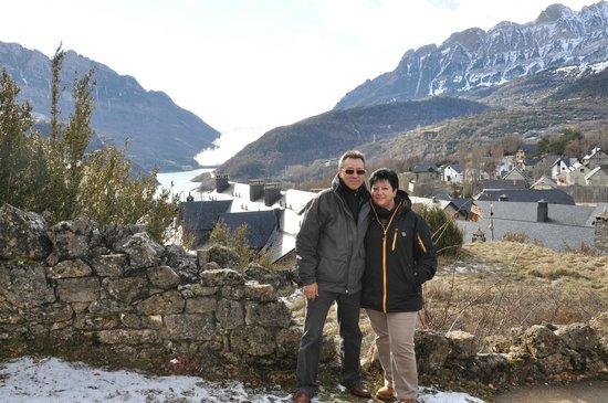 El Privilegio de Tena: Vistas del Pueblo de Tramacastilla desde la Ermita de San Juan