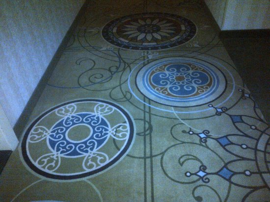 DoubleTree by Hilton Hotel London Ontario: The funky rug....loved it!