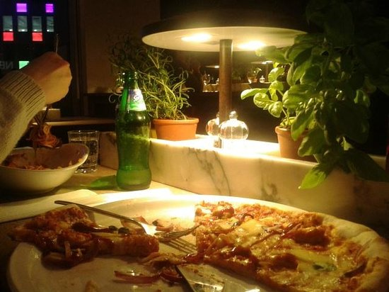Vapiano - Bankside: very calm atmosphere, large pizza servings