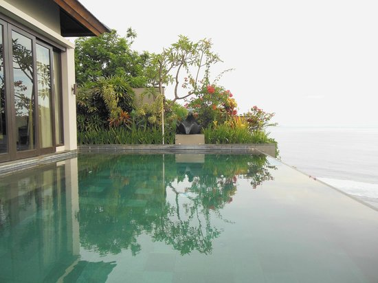 Banyan Tree Ungasan, Bali: private pool