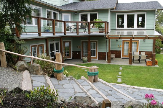 Majestic Ocean Bed and Breakfast: all rooms are only steps away from the waterfront