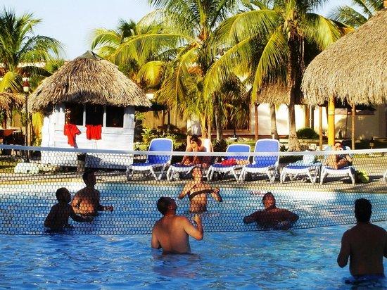 Hotel Pelicano: pool 