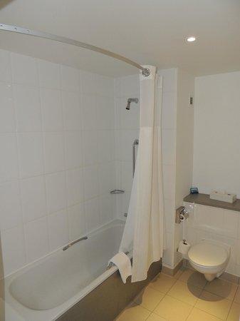 Hilton Dartford Bridge: salle de bain