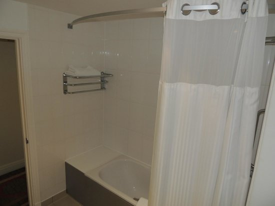 Hilton Dartford Bridge: salle de bain