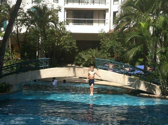 ชาเทรียม เรสซิเดนซ์ กรุงเทพ สาทร: pool