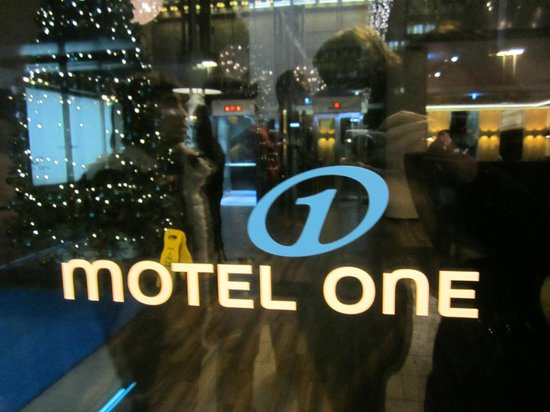 Motel One Wien Westbahnhof: Entrance