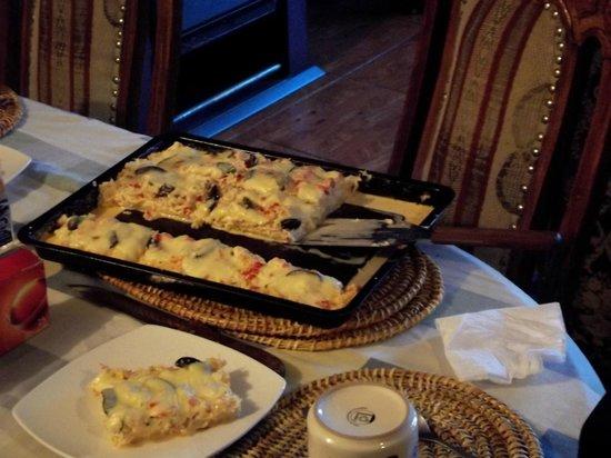 Hostal Akainij: PIZZA DE CENTOLLA...EXQUISITA!
