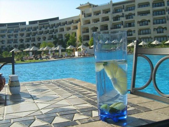 Steigenberger Al Dau Beach Hotel: pool area