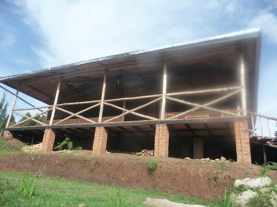 Bakiga Lodge: DIning room and terrace