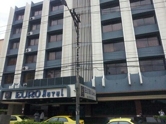 Euro Hotel: vista del hotel desde la avenida España