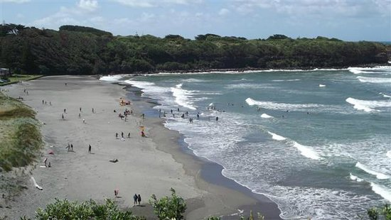 Opunake Beach Holiday Park: Awesome beach