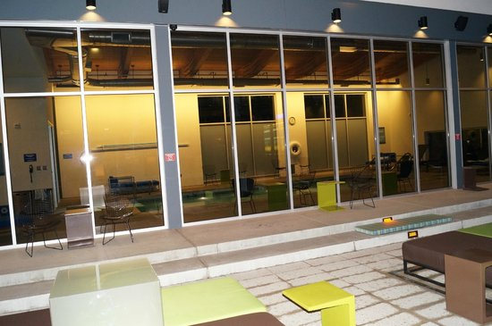 Aloft Portland Airport at Cascade Station: View of indoor pool from patio