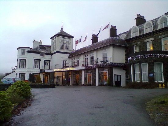Windermere Hydro Hotel: Front view