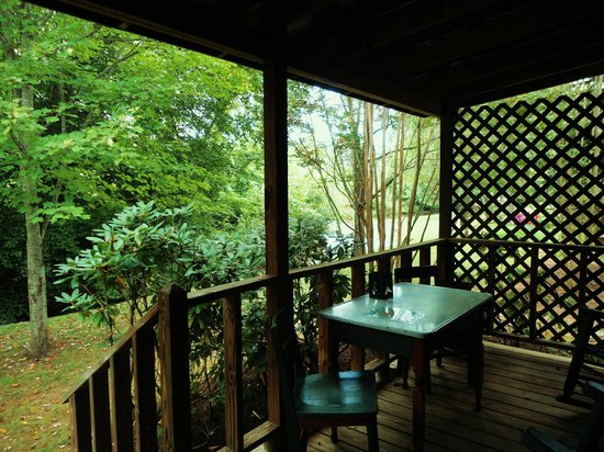 Mountain Springs Cabins: Our back porch