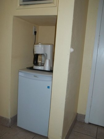 Paradise Island Harbour Resort All Inclusive: Fridge/Coffee Pot