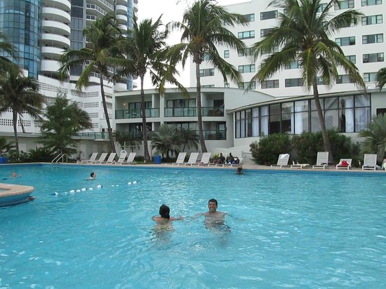 The New Casablanca on the Ocean Hotel: Piscina climatizada, fascinacion de mis hijas
