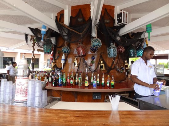 Sunscape Curacao Resort Spa & Casino: Bar at Pelican Building