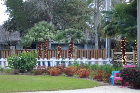 Point Clear Cottages: Beautiful Landscaping