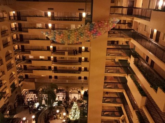 Embassy Suites by Hilton Raleigh - Crabtree: For the balloon Drop