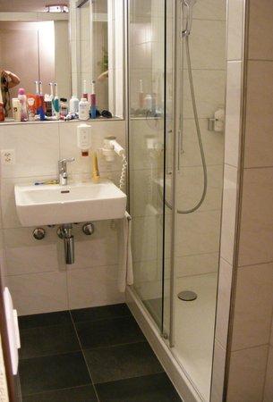 Das Hotel Sherlock Holmes: bathroom