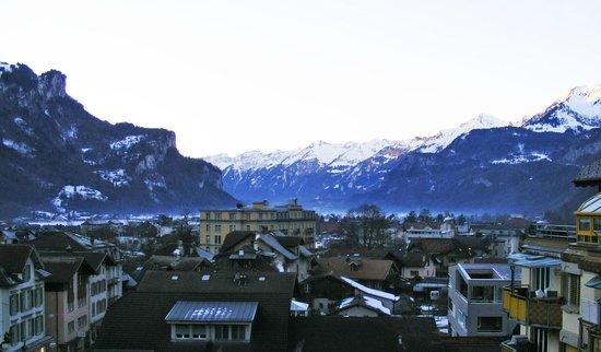 Das Hotel Sherlock Holmes: view from balcony (dawn)