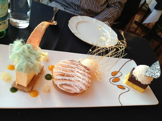Echoes Restaurant - Blue Mountains: trio of deserts for two