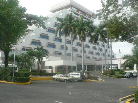 Crowne Plaza Hotel Managua: hotel desde las afuera