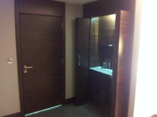Rafayel on the Left Bank - Hotel & Spa: The bathroom door and kitchenete